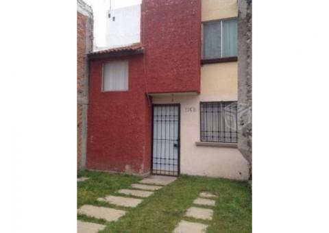 Se vende casa a un costado de Plaza Sendero.